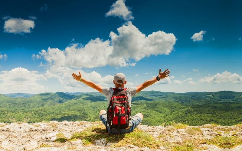 Feliz en la montaña